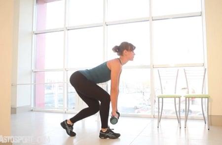 Секретное и очень эффективное упражнение для ягодиц: румынская тяга на одной ноге