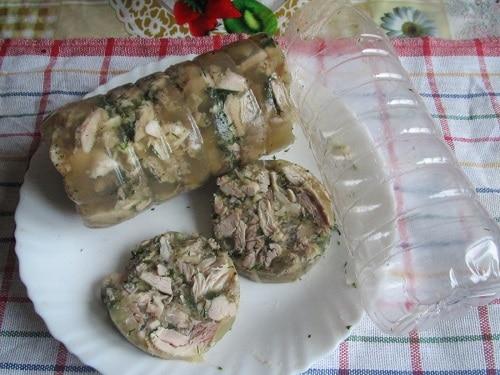 Вкуснее чем в ресторане: дешевый куриный рулет в бутылке для пп бутербродов - 4 простых рецепта