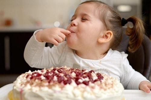 Как перестать хотеть сладкое и сахар: проверьте сосуды шеи